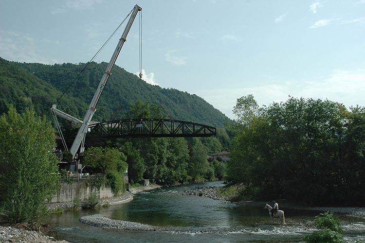 Realizzazione ponte ciclopedonale sul fiume chiese vestone for Camino sul ponte rialzato
